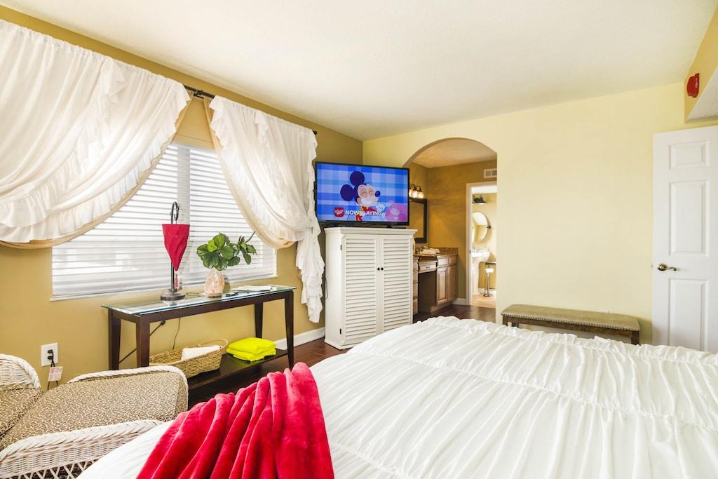 "Master Suite has 50""Smart TV, On-Suite Bath, King Bed & Large Ocean View Window"