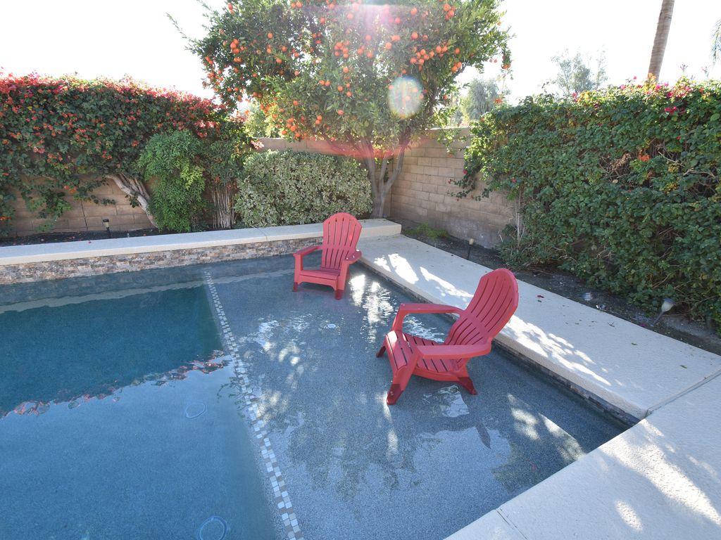 Pool sun shelf