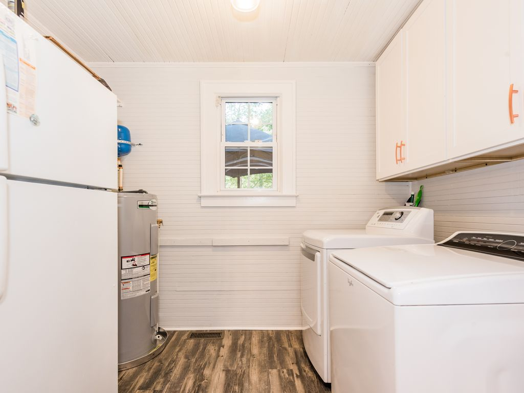 Full washer/dryer off kitchen.  Freezer with ice maker.