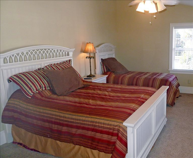 Guest bedroom with queen and twin