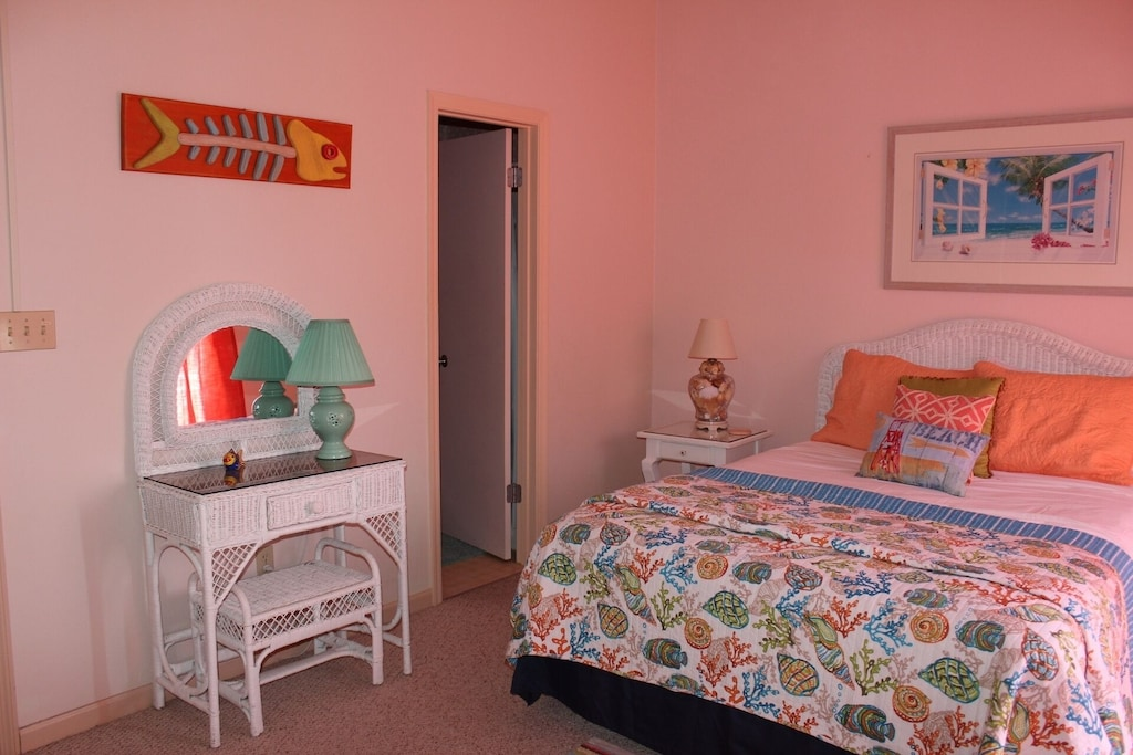 2nd bedroom - queen bed, private full bath, private balcony with gulf view