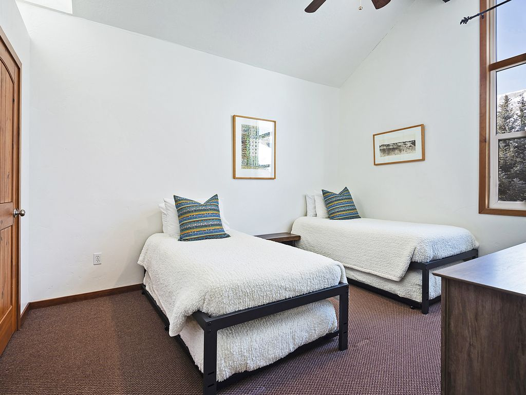 Second bedroom - two trundle beds (four twin beds)