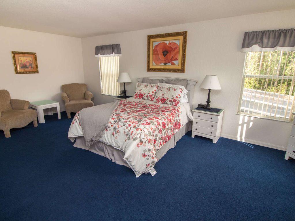 Upstairs master Bedroom w/ En-suite and Walk In Closet