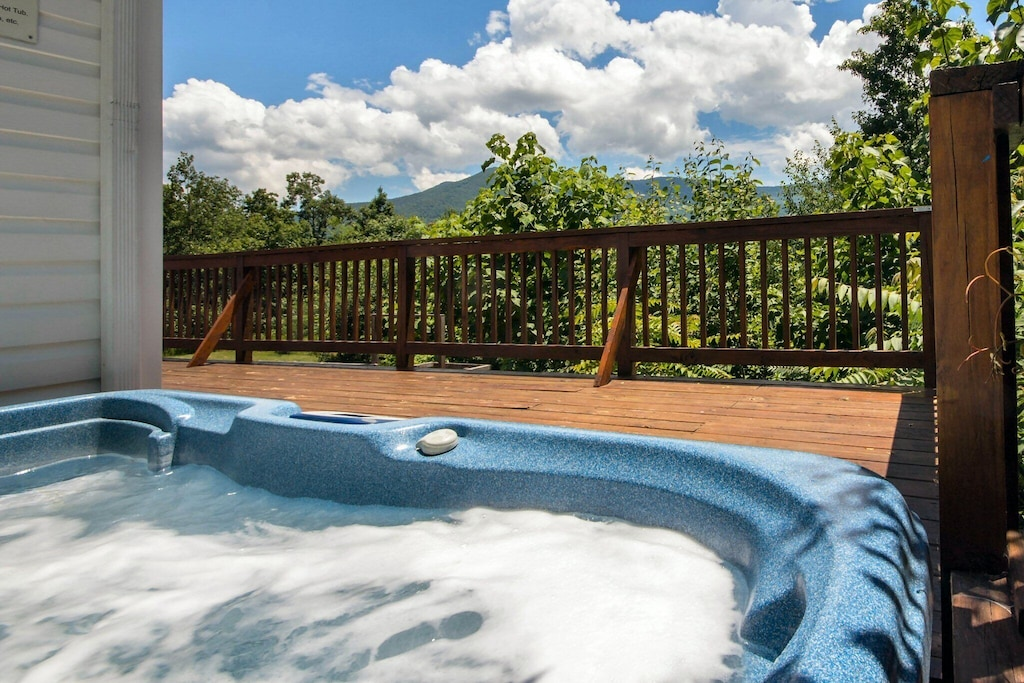 Spacious modern hot tub that can fit 6-8 with beautiful views of the mountains behind