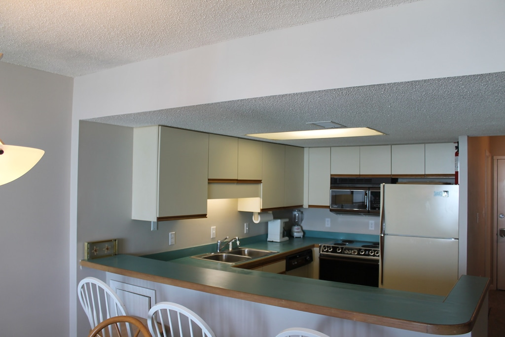 Kitchen with breakfast bar seating 3