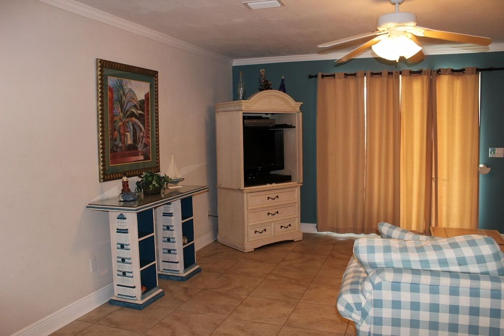Living Room - Flat screen tv,