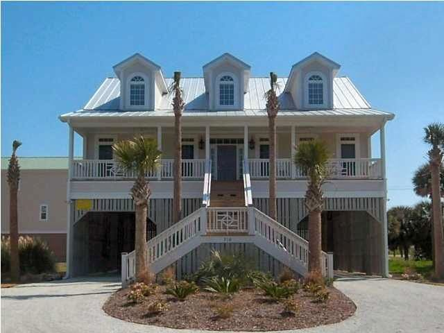 Spacious 7 bedroom and 5 bath home with tropical decor.