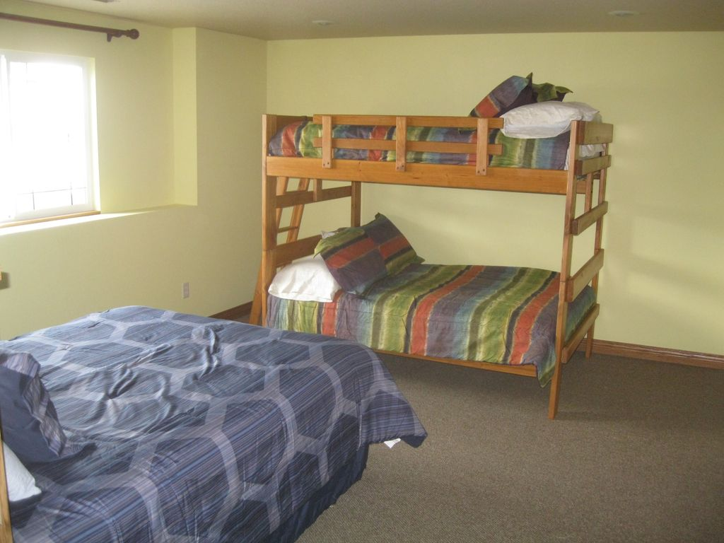 Bedroom 4 with queen bed and full size bunk beds.
