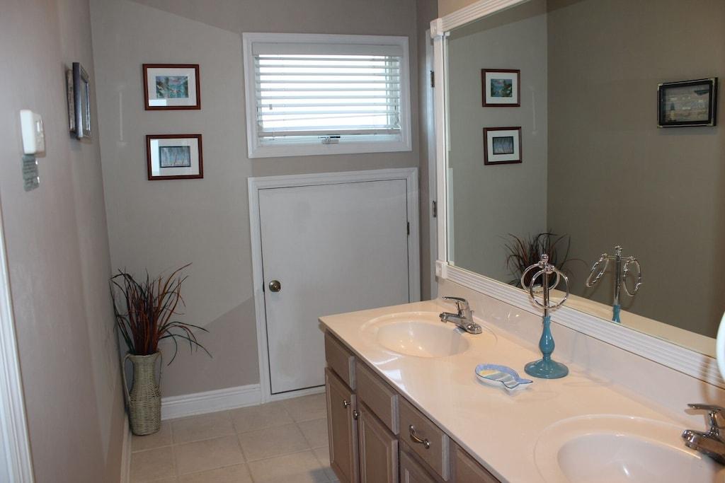 Master bathroom, double vanity, tile flooring