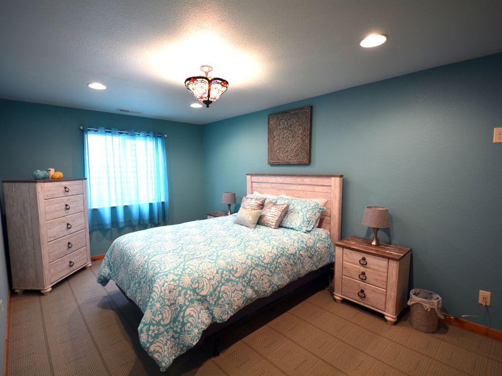 Downstairs bedroom with queen bed.