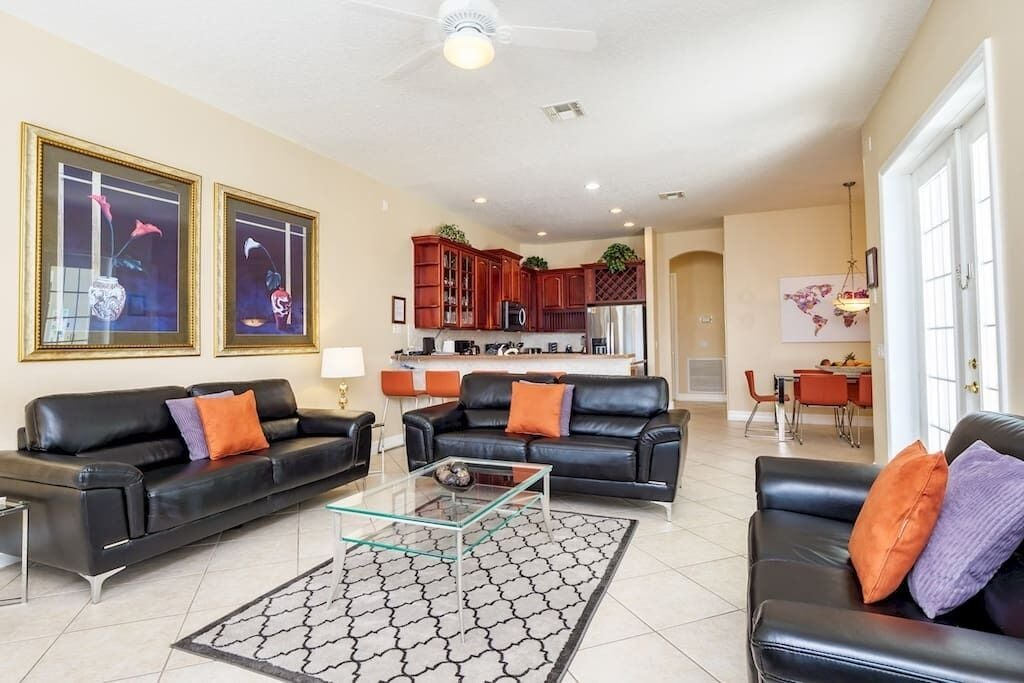 Large Open Plan Family Room and Kitchen