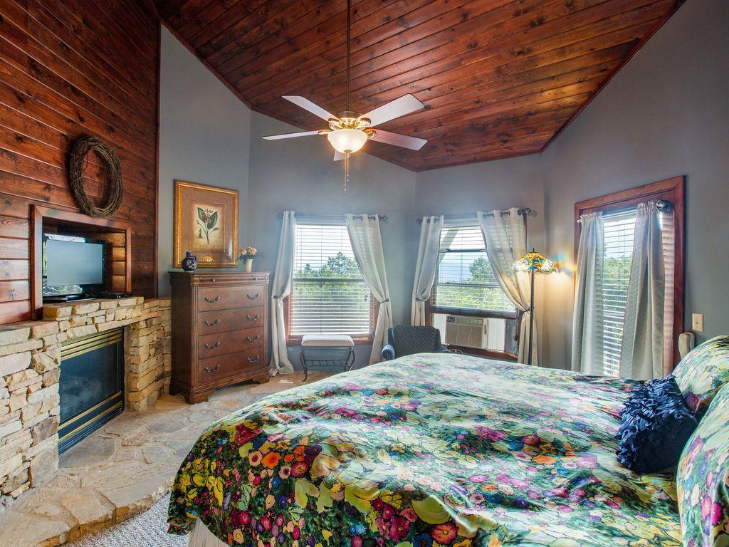 3d floor king  bdrm. Ceiling fan. Extra window AC ,Gas fireplace. Own deck.