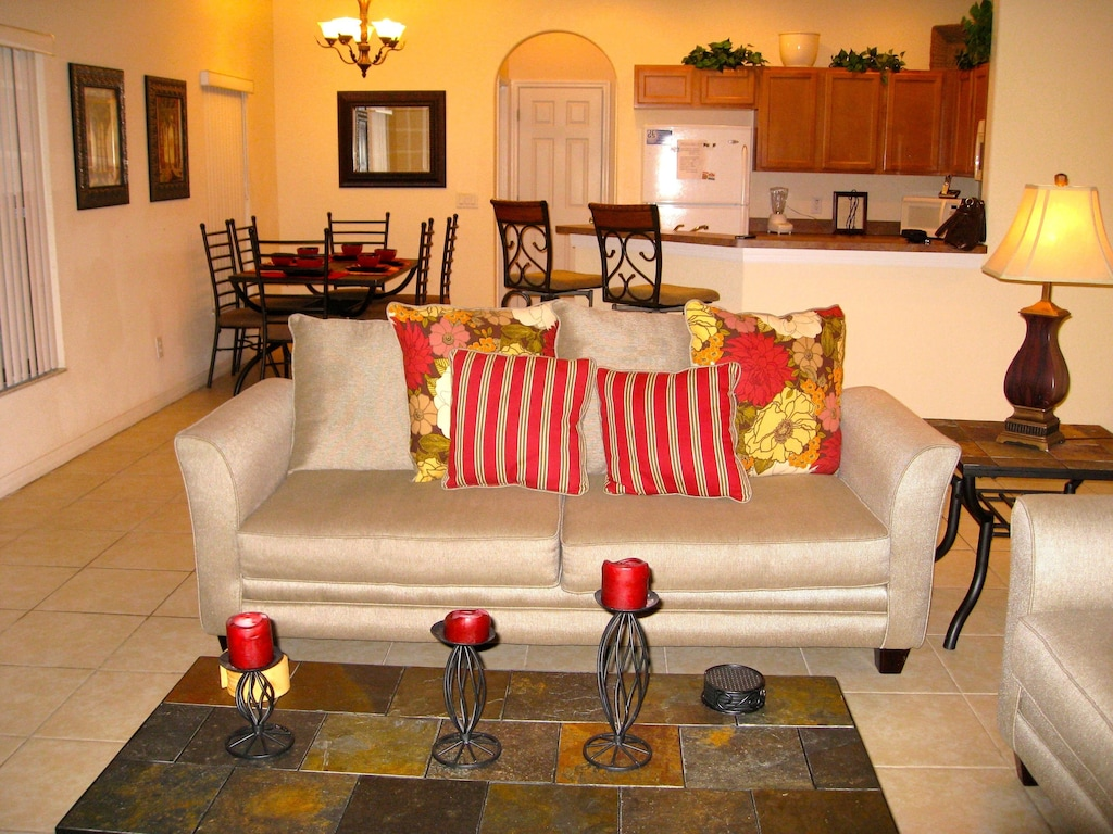 Great open floor plan - Family room, Kitchen and Dinning area
