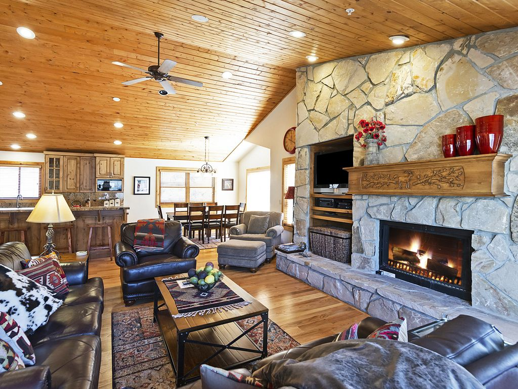 Living area with gas burning fireplace, TV, kitchen, and dining