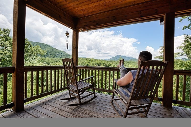 Here, you can kick back and enjoy the warm breezes and picture-perfect vistas.