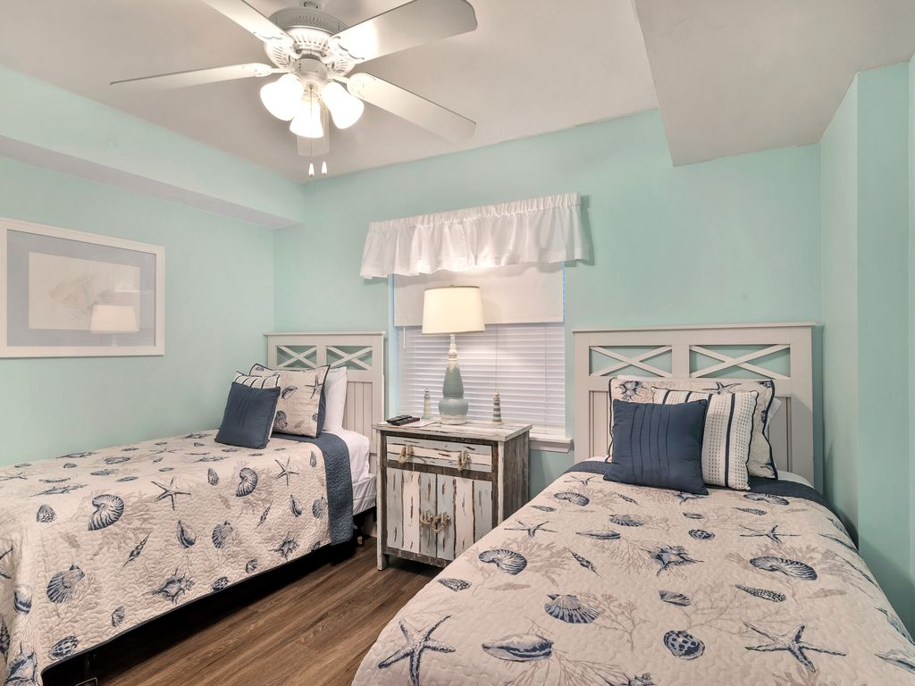 Guest room with two twin beds