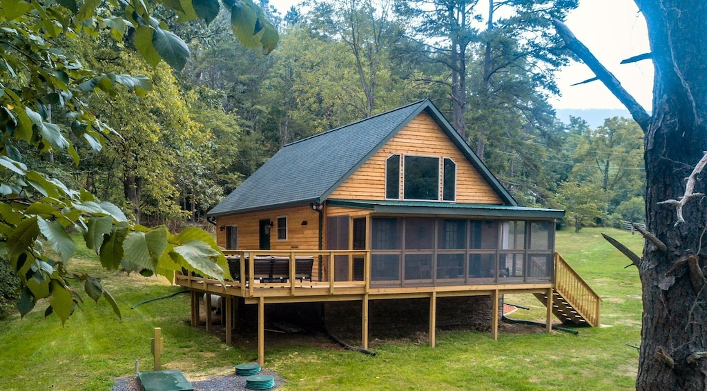 Brand new (August 2017) purpose-built vacation rental cabin on the Shenandoah River