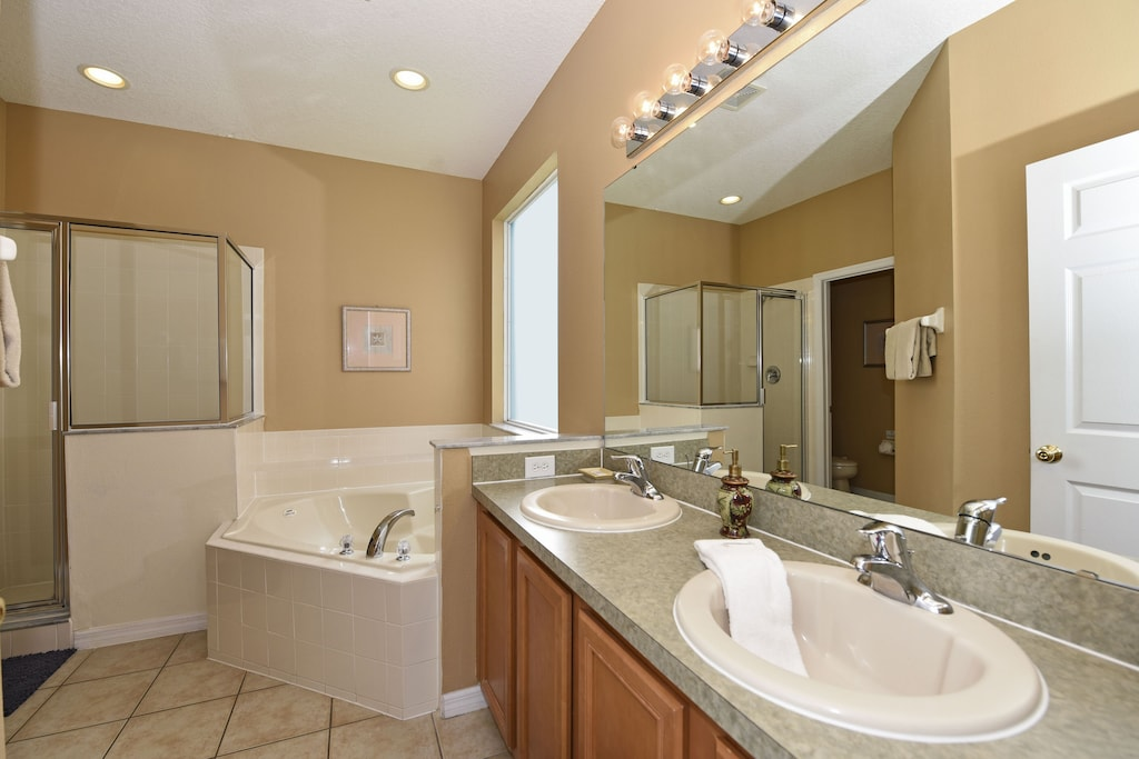 Downstairs master bathroom with walk-in shower and jacuzzi