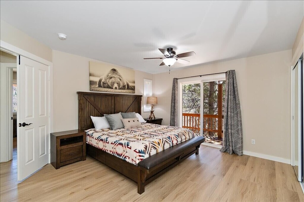 Master suite w/ King bed with private balcony with views of ski slopes