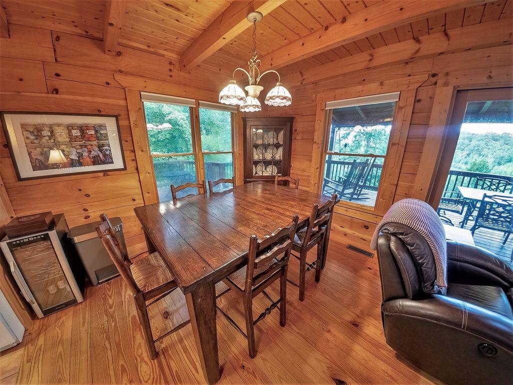 Nice diningroom table