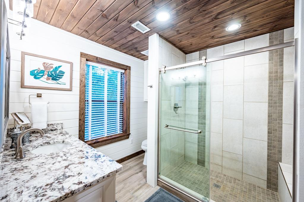 Hall bath next to the bunkroom.