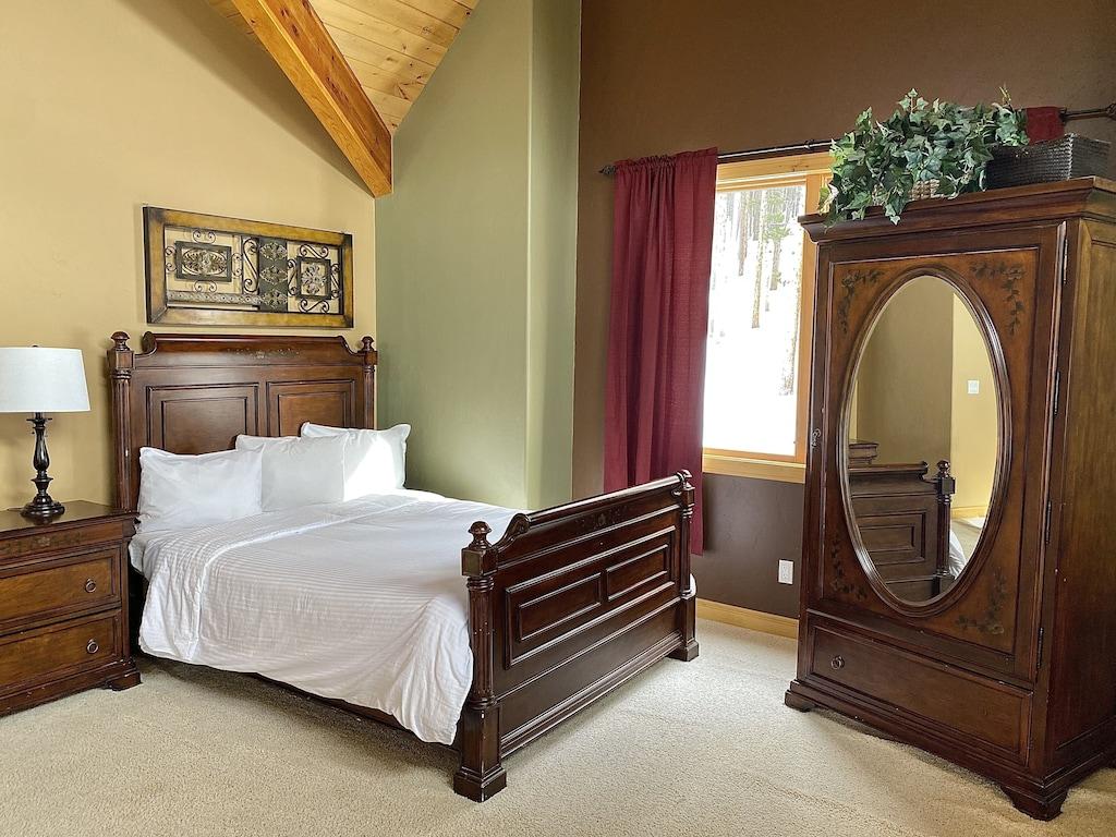 Upper Level Loft - Queen size bed on loft areaShares full bath bedroom 2