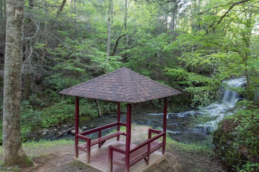 Riverbend amenities - There is a covered bench near the waterfall.