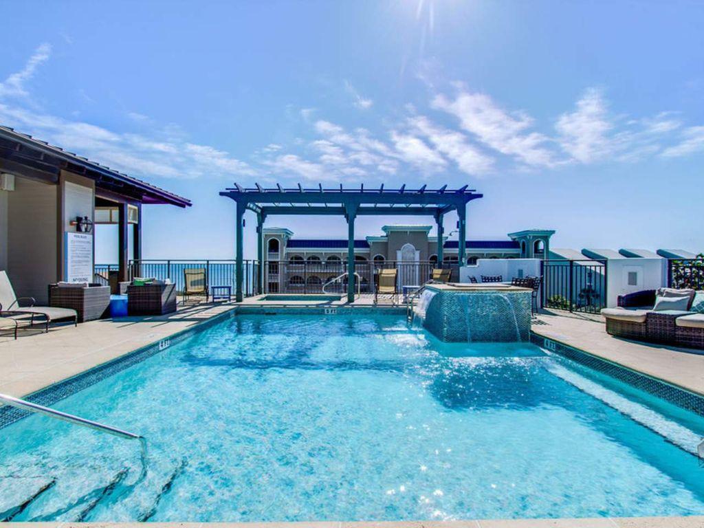 Resort roof top pool