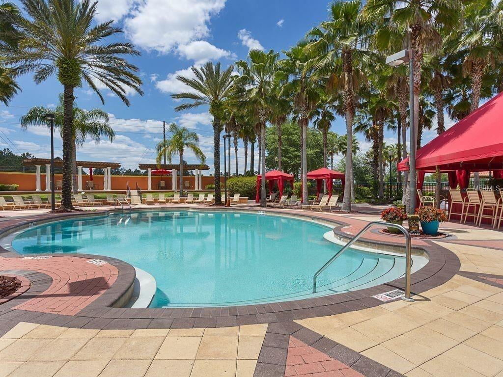 Huge resort pool with Tiki bar