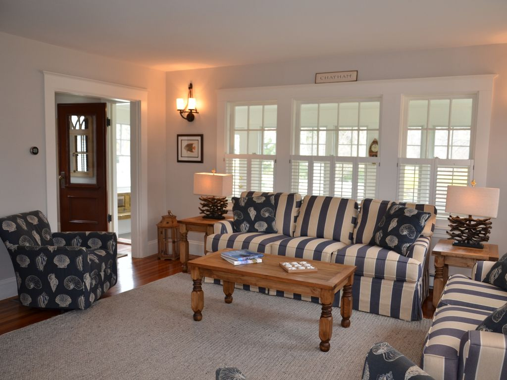 Plentiful seating for seven adults in the living room.