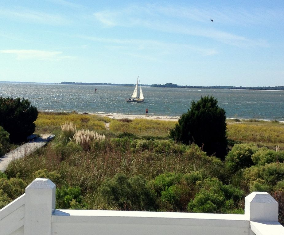 Your front yard! Sit on the deck and watch the boats go by!