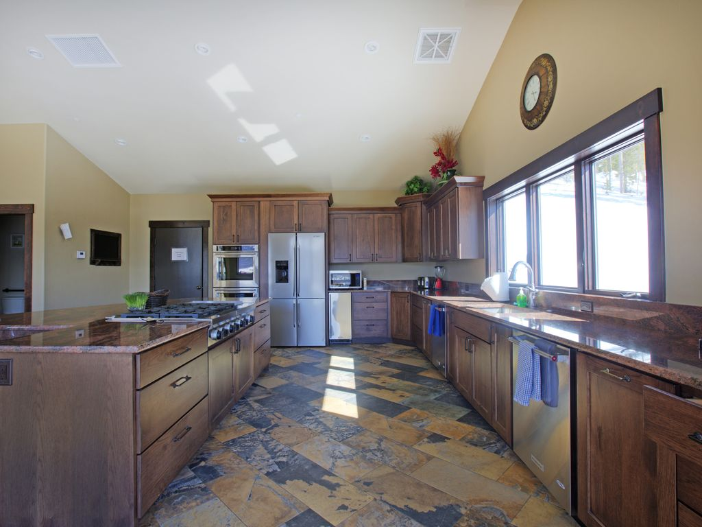 Gourmet kitchen - Large kitchen for group cooking