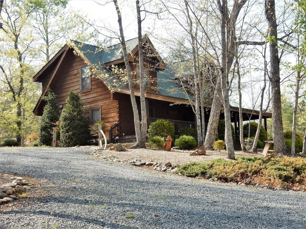 The Enchanted - Vacation Rental by Carolina Properties in Lake Lure NC