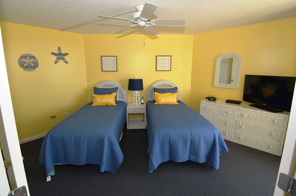Guest Bedroom, Attached Bathroom, Own Entrance To The Balcony & Great Ocean View