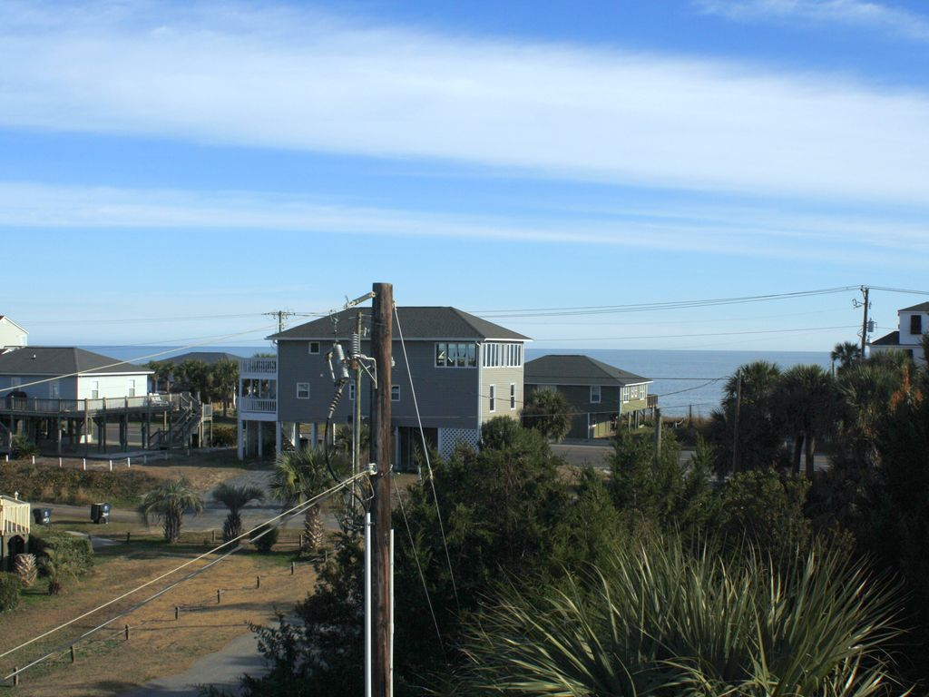 Views of the ocean from the upstairs deck.