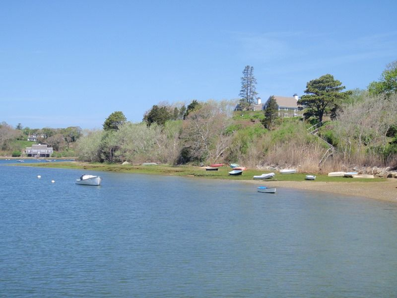 Ideal setting for you and your family to enjoy kayaking and paddleboarding.