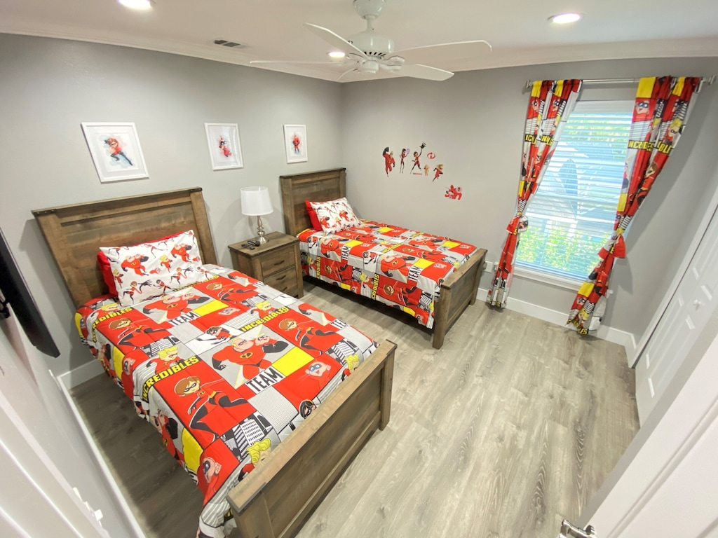 Theme Bedrooms with Luxury Twin Beds