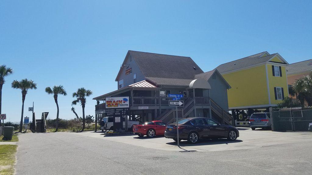 """""""Scotties Beach Bar"""" walk from house"""