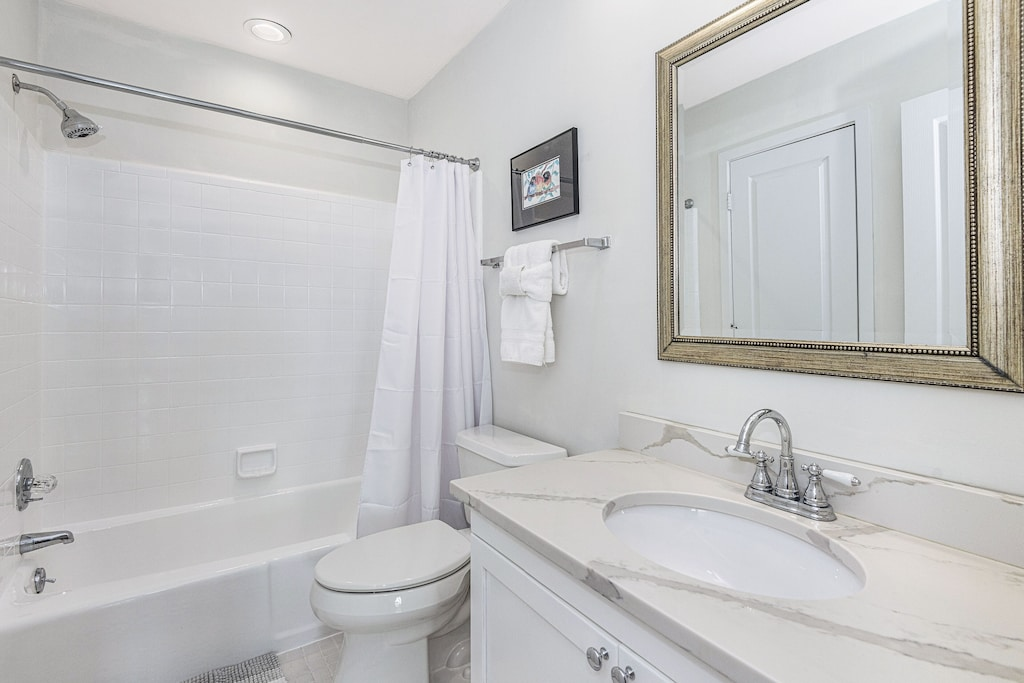 Bathroom with direct access to second bedroom and main hallway