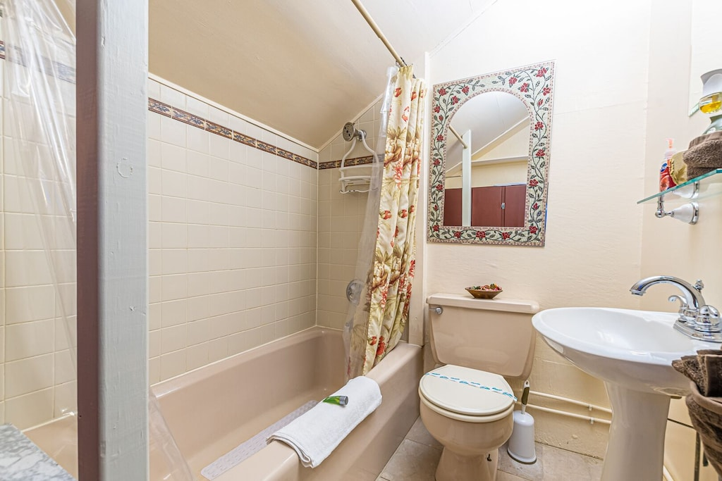 Full Upstairs Guest Bathroom