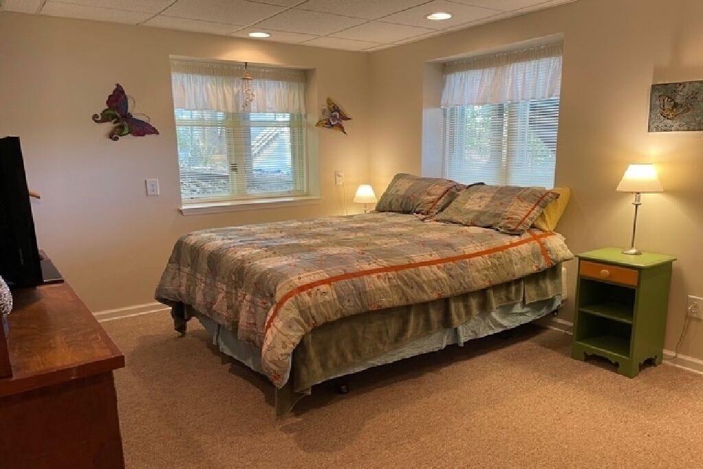 Queen Bedroom with TV an Ensuite bath