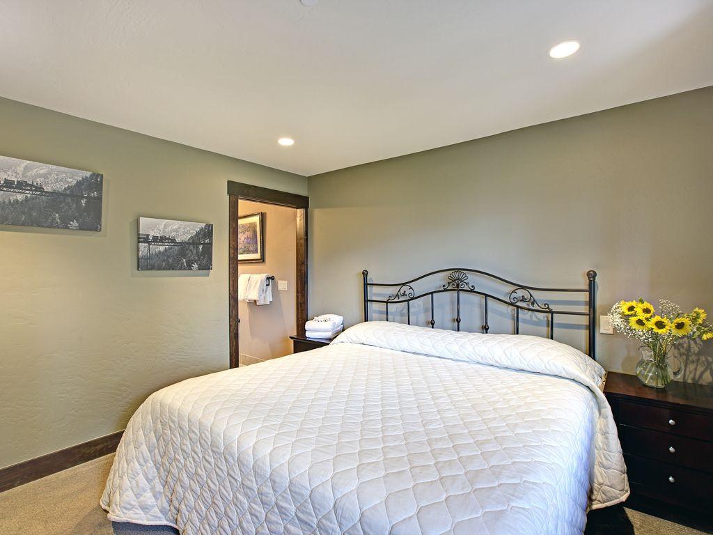 Master Bedroom #8 - Master Bedroom #8, king bed, private bath, sunset ski area mountain views, Hi Def 4k Tv.