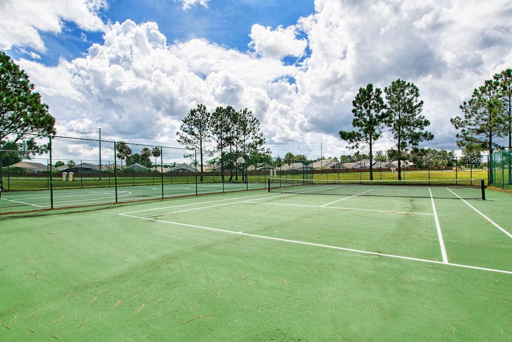 Free tennis courts!