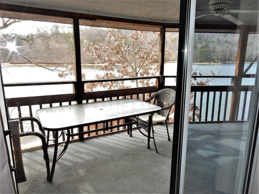 Upper level screened porch