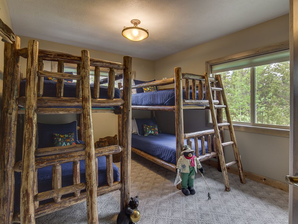 Cubs' Den with bunks for 4 and walk-in closet.