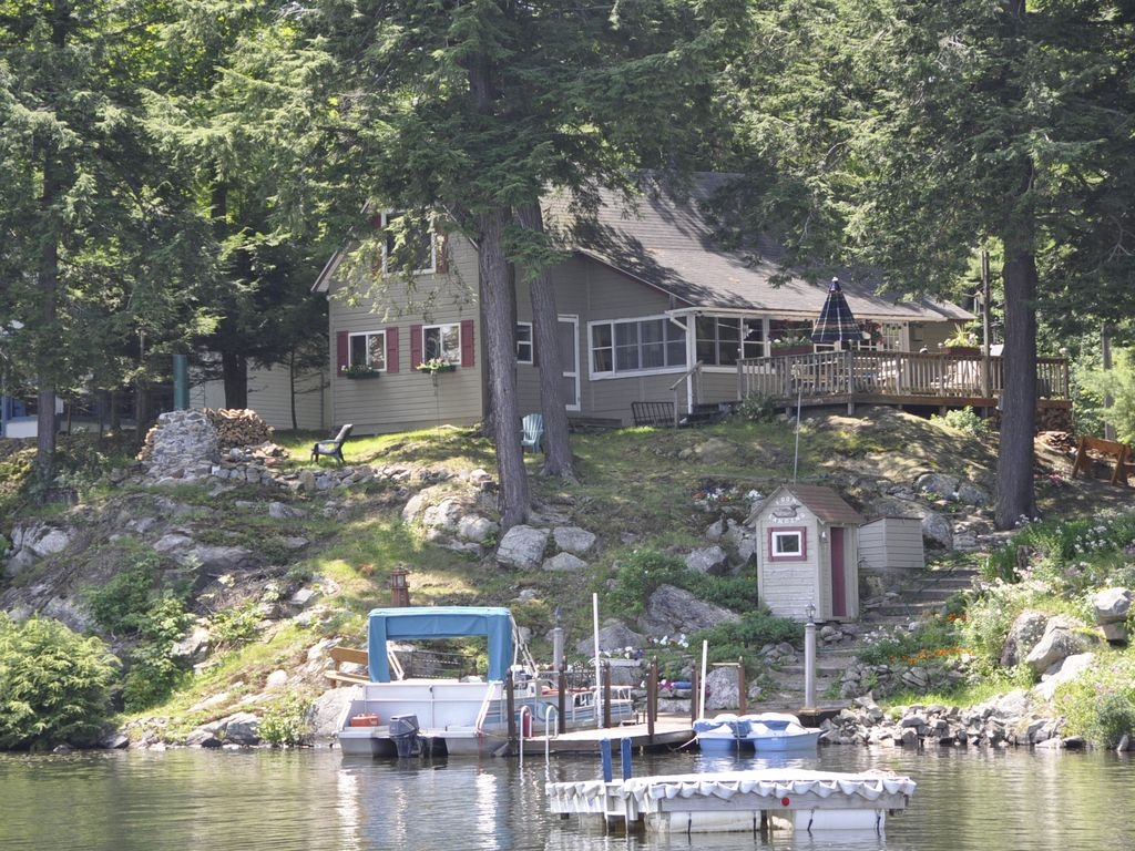 Hillside cottage on the water