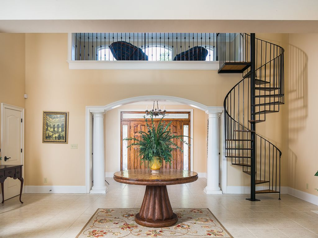 Foyer/ loft