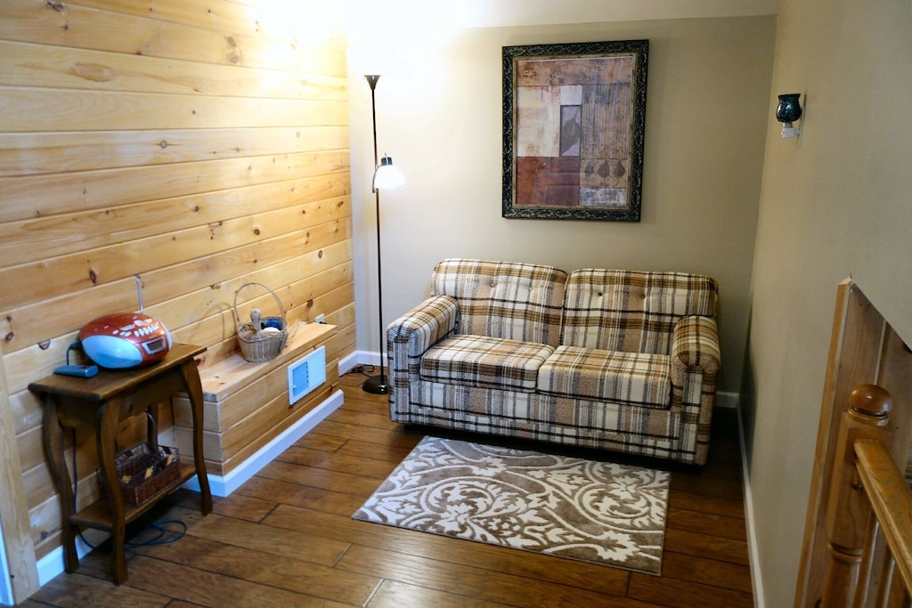 Sitting area with pull-out twin size sleeper sofa