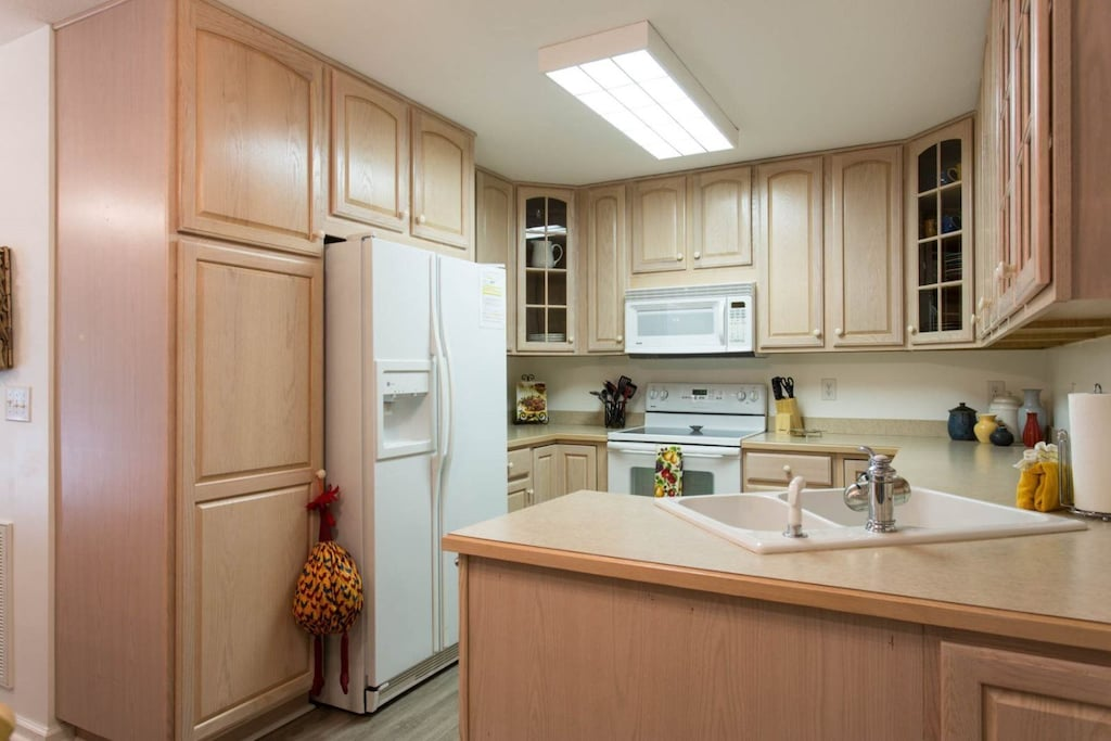 In the kitchen you will find a side-by-side refrigerator with an in-door water/ice dispenser.
