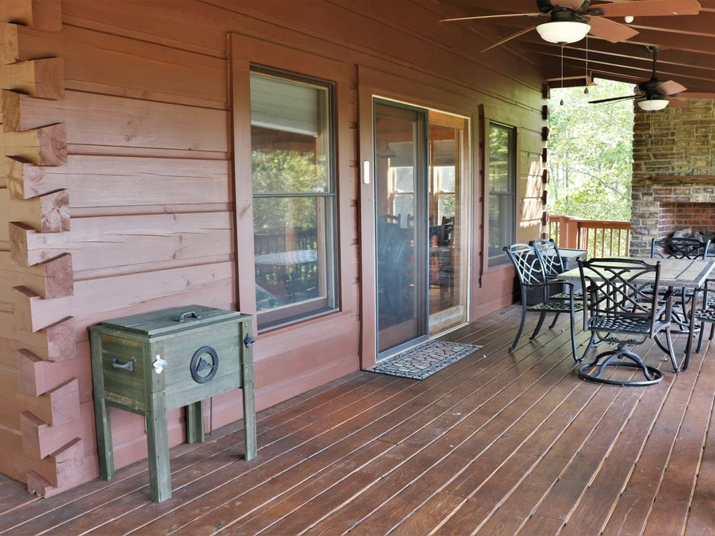 Extremely comfortable deck.
